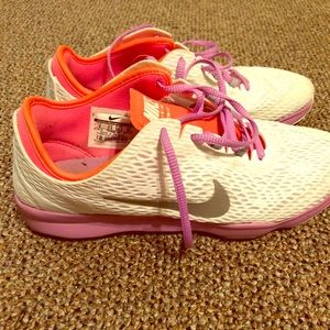 Women's Nike's size 6 - Gently used